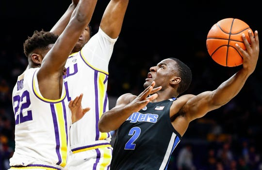 Memphis guard Alex Lomax drives to the basket against the  LSU defense during first half action in Baton Rouge, La., Tuesday, November 13, 2018.