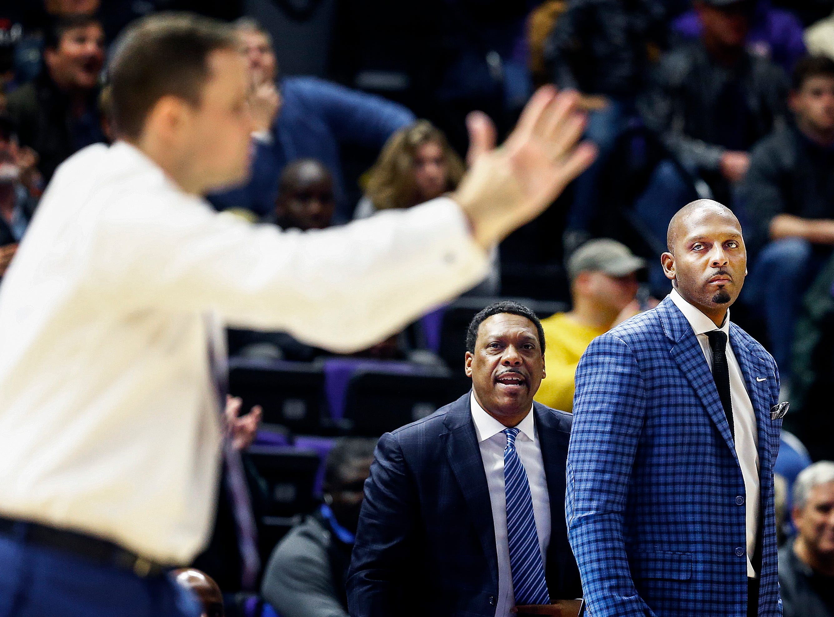 Memphis head coach Penny Hardaway (right) looks on as LSU head coach Will Wade (left) calls a timeout during action in Baton Rouge, La., Tuesday, November 13, 2018.