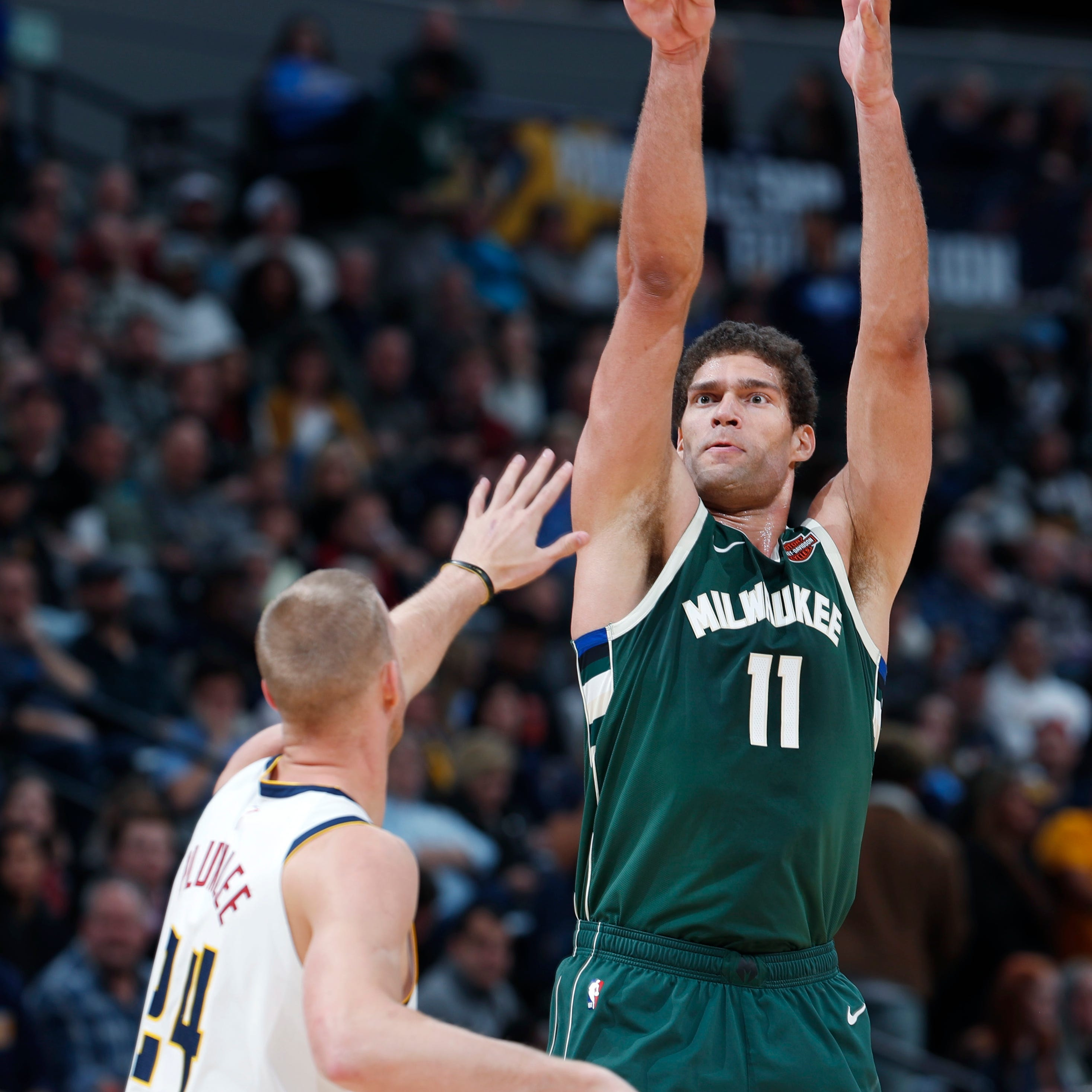 'Splash Mountain' Brook Lopez is Milwaukee's latest attraction
