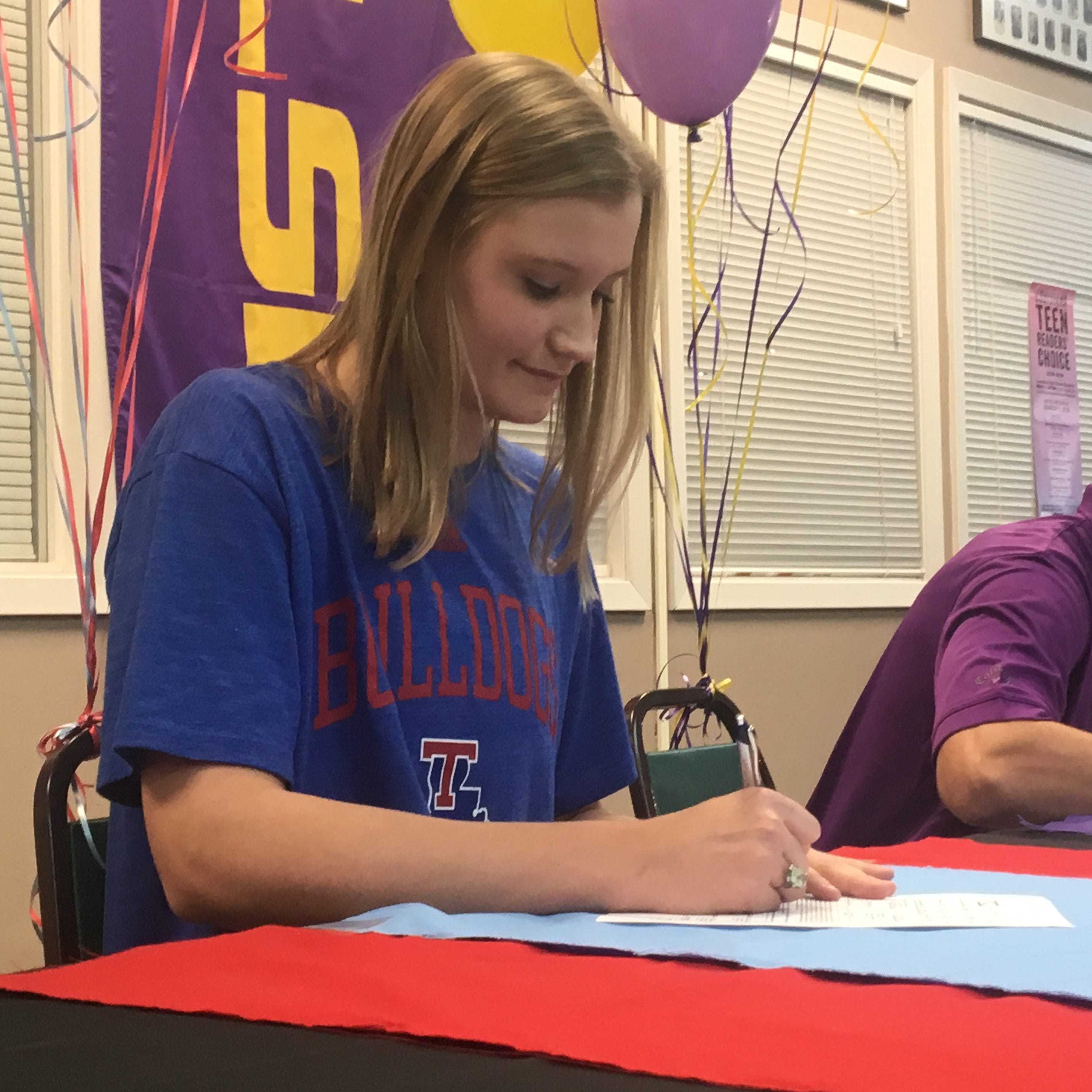 Cedar Creek senior forward Anna Larr Roberson signed a letter-of-intent Wednesday to play college basketball at Louisiana Tech.