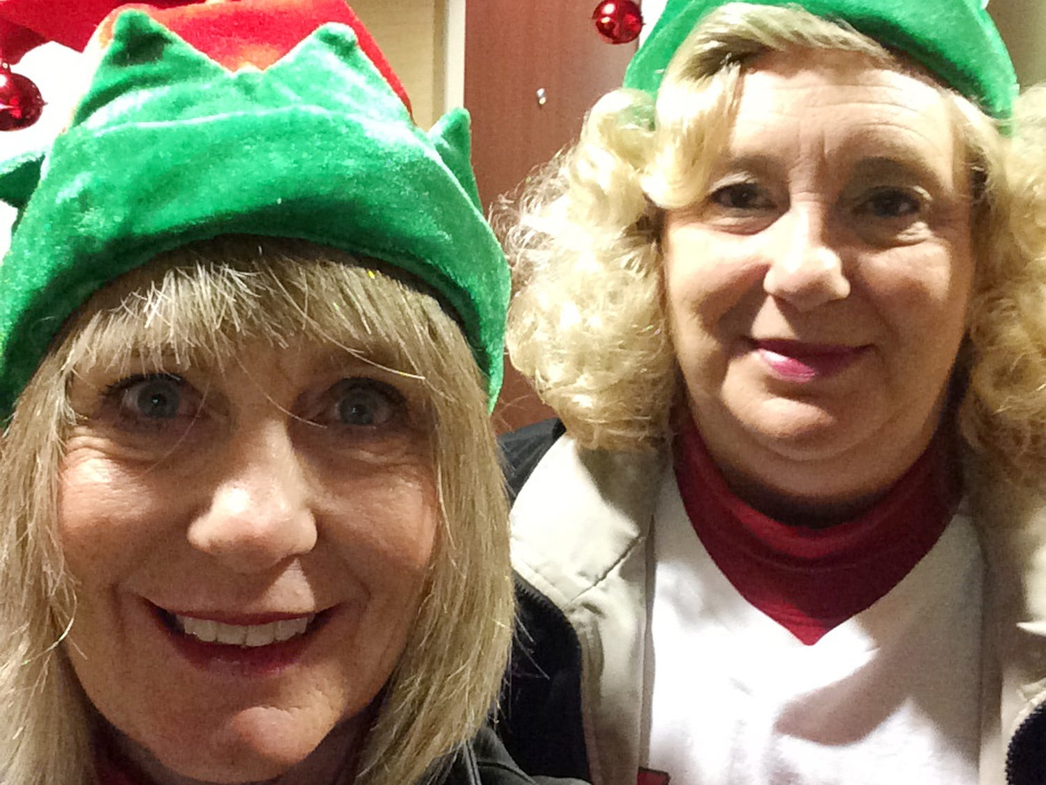 Shopping sisters Jacci Rodgers and Marcia Thorpe on Black Friday in 2015.