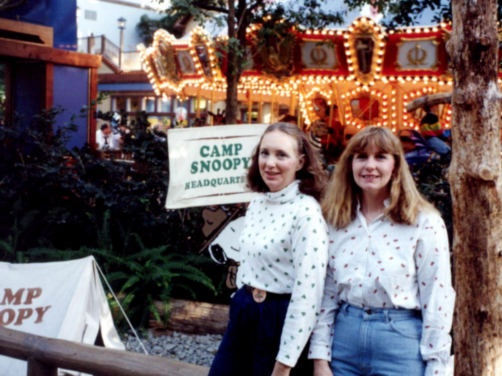 Shopping sisters Jacci Rodgers and Marcia Thorpe at the Mall of America.
