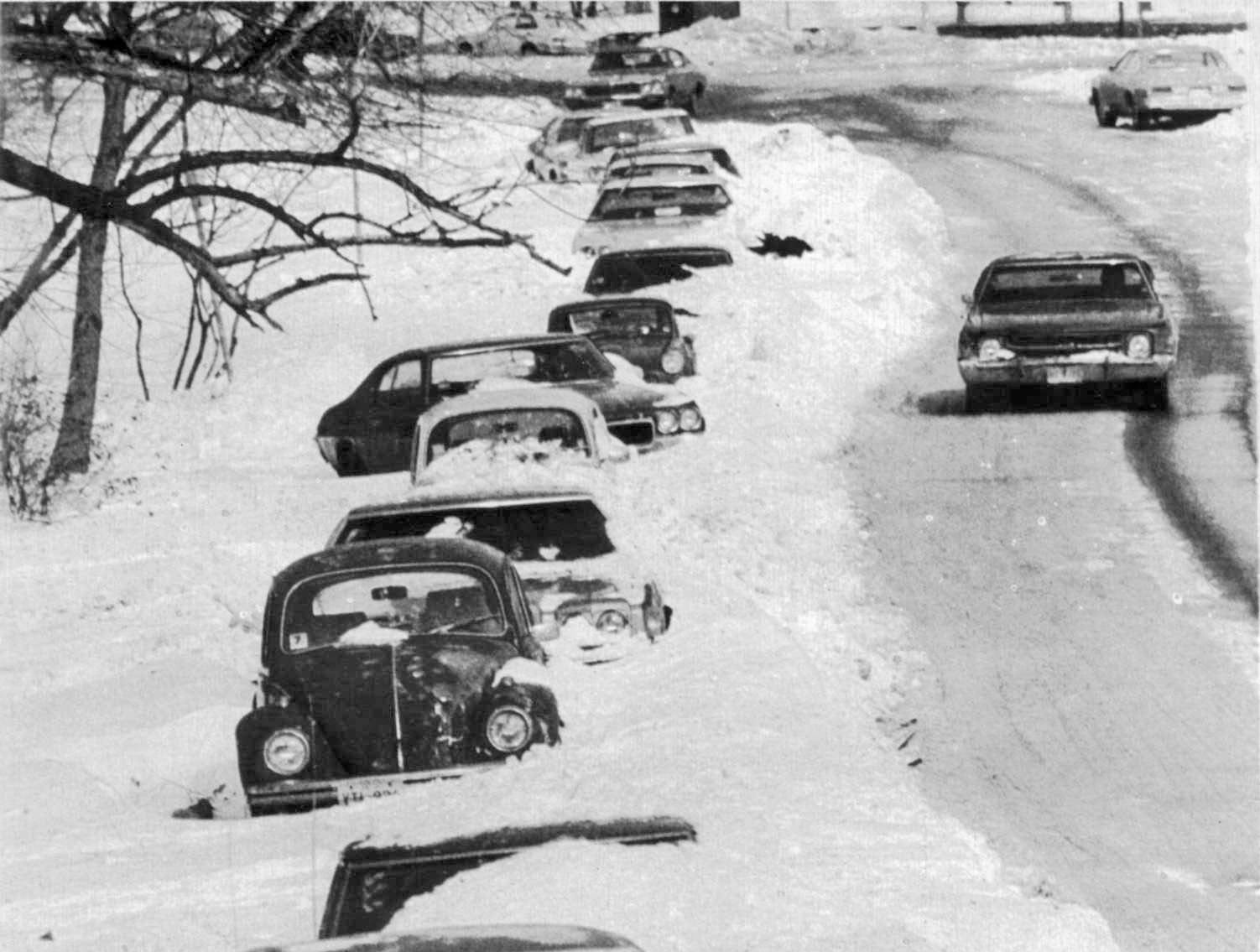 Jan. 26, 1978: On a side street in Lincoln Park near the lakefront, these cars were buried in snow.