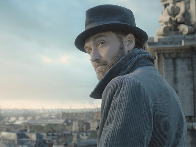 """Jude Law stars in """"Fantastic Beasts: The Crimes of Grindelwald."""""""
