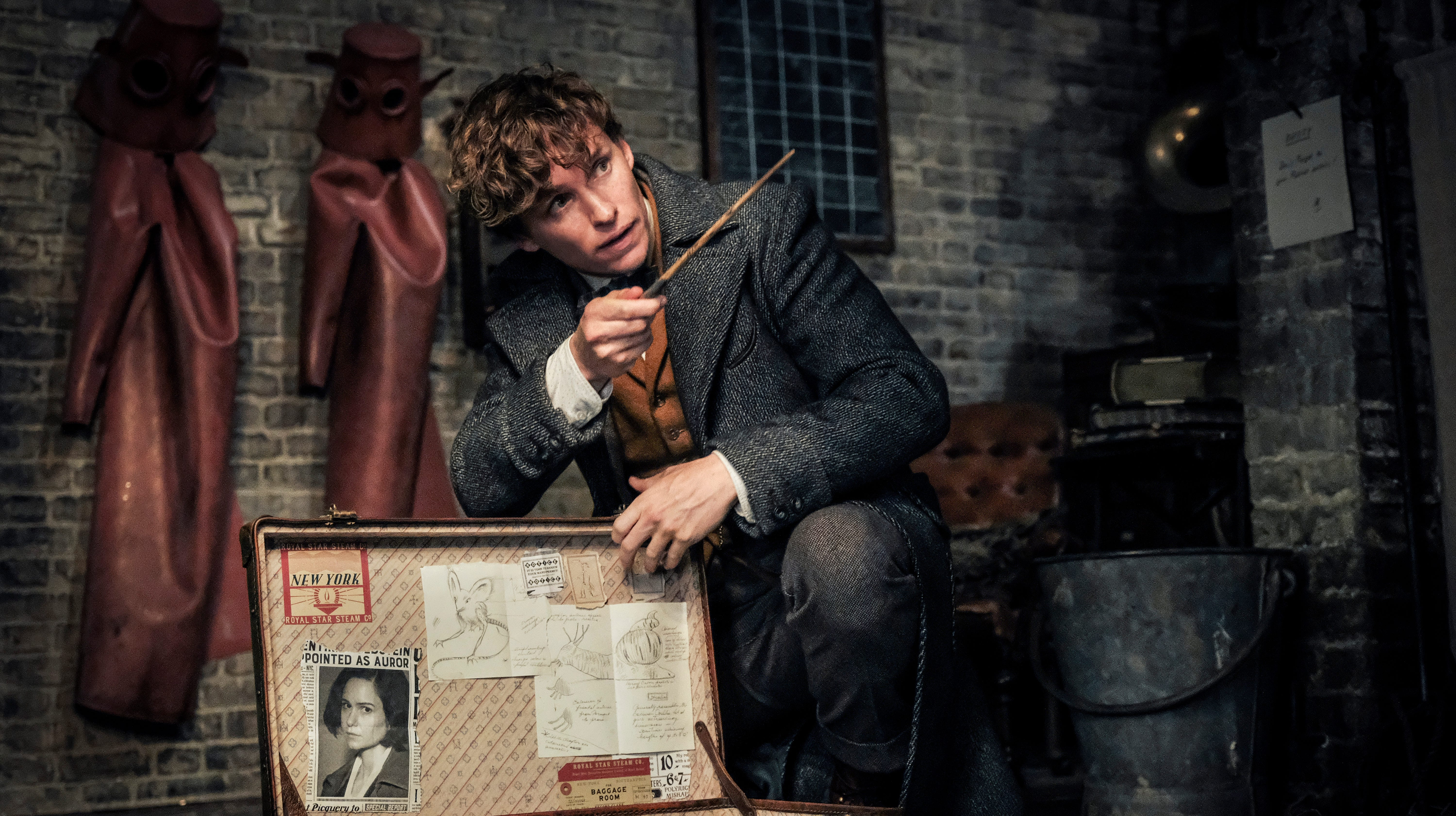 Top movies at box office: 'Fantastic Beasts' sequel has magical opening weekend