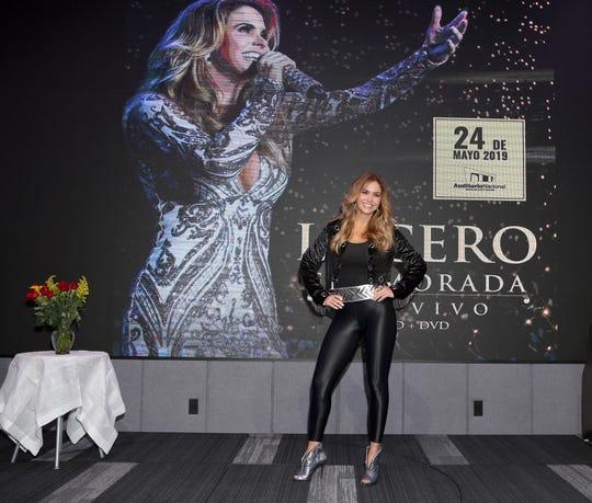 La actriz y cantante presentó si disco Enamorada en Vivo, y dio a conocer que lanzará su línea de ropa.