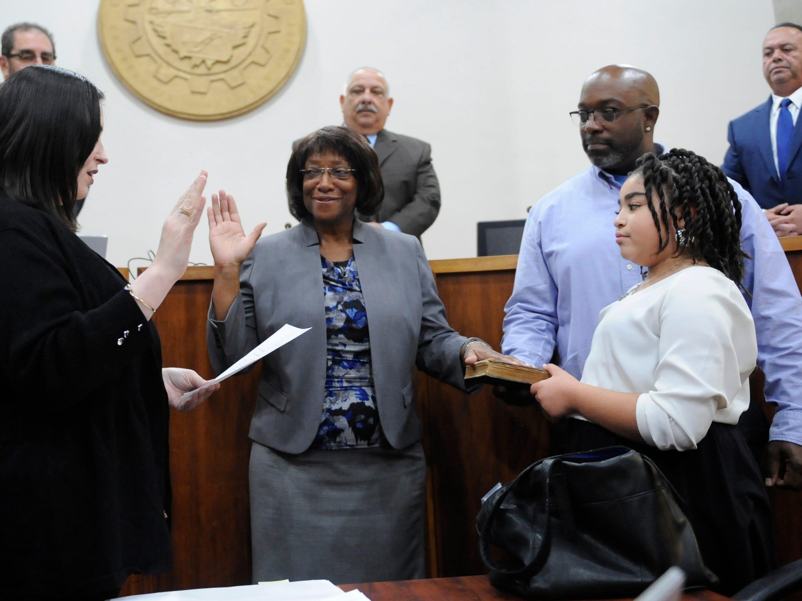City Council names Elizabeth Arthur to vacant seat