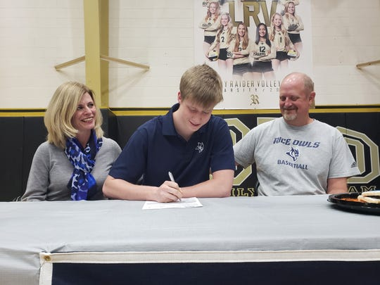 Rider senior Ben Moffat signs college letter of intent to play basketball at Rice University.