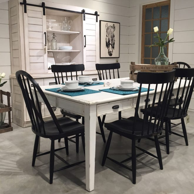 The kitchen table occupies a place of honor inthe heart of the home