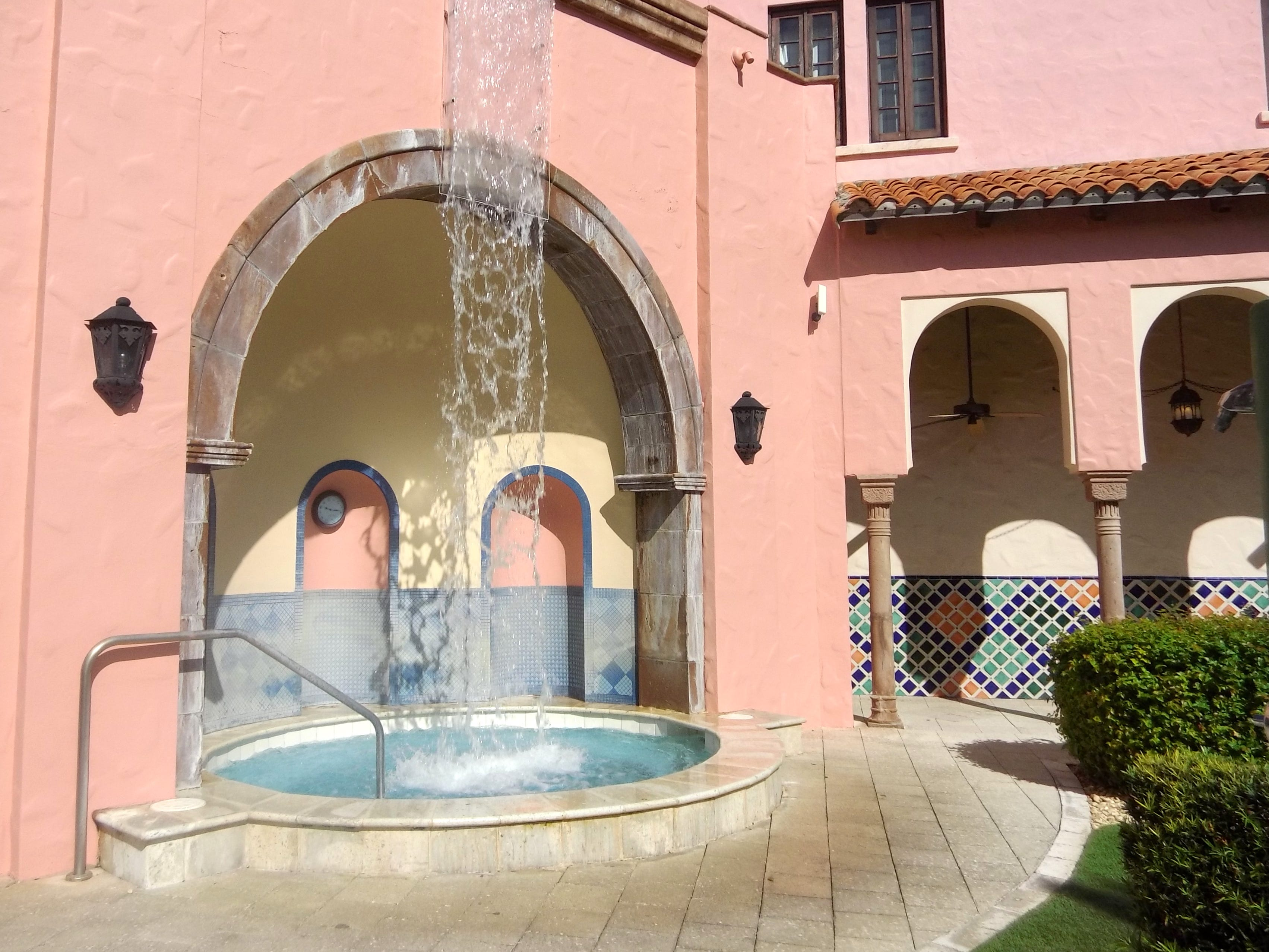 One of the outdoor hot tubs exclusively for guests of the Waldorf Astoria Spa.