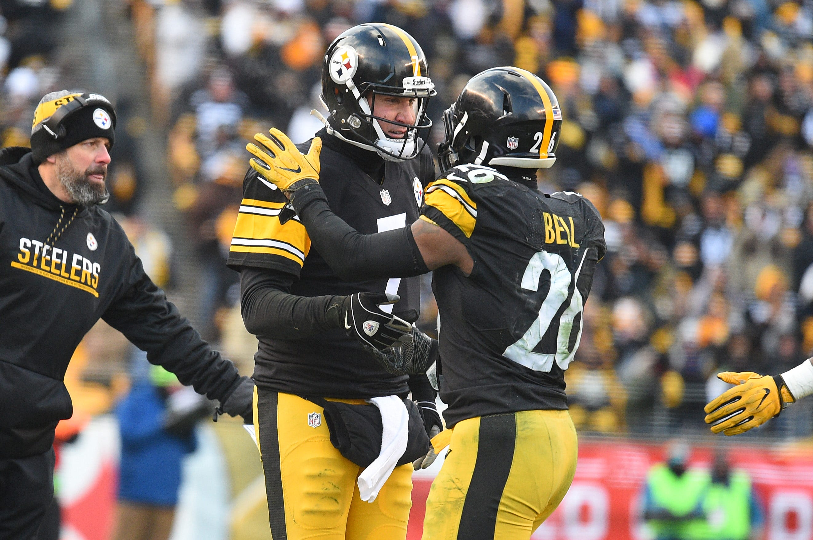 Steelers' Ben Roethlisberger texted Le'Veon Bell on Tuesday but never received reply