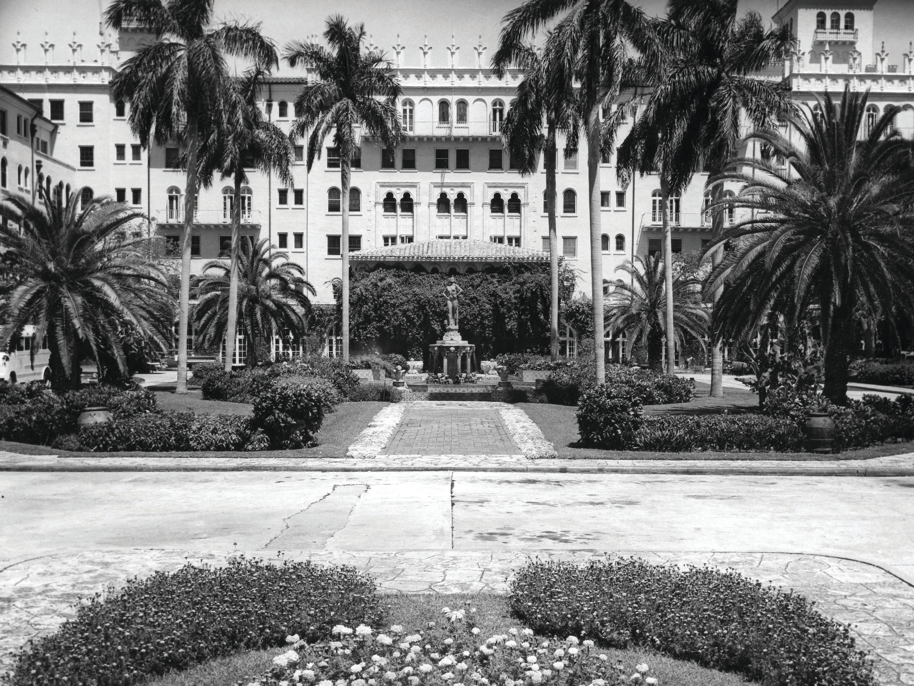 The entrance to the Cloister Inn, which changed its name to Boca Raton Resort & Club in the 1930s.