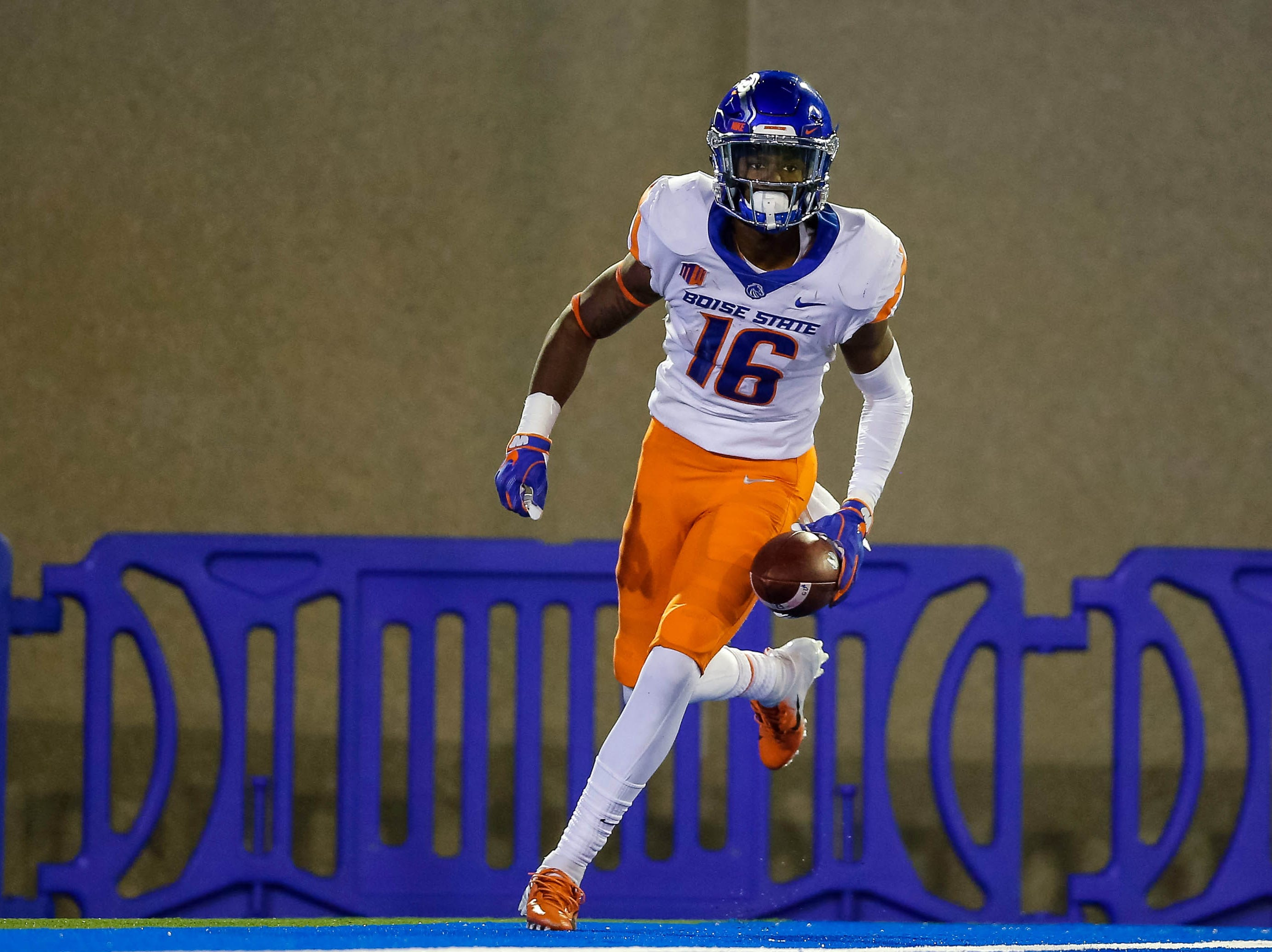 25. Boise State, 8-2.