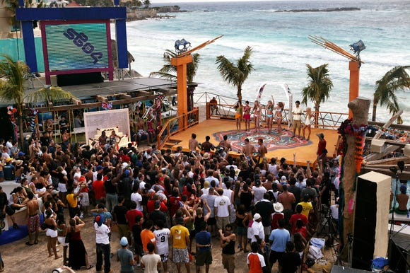 """The fans in front of the stage during taping for MTV Spring Break 2004 on the beach deck at """"The City"""" March 13, 2004 in Cancun, Mexico."""