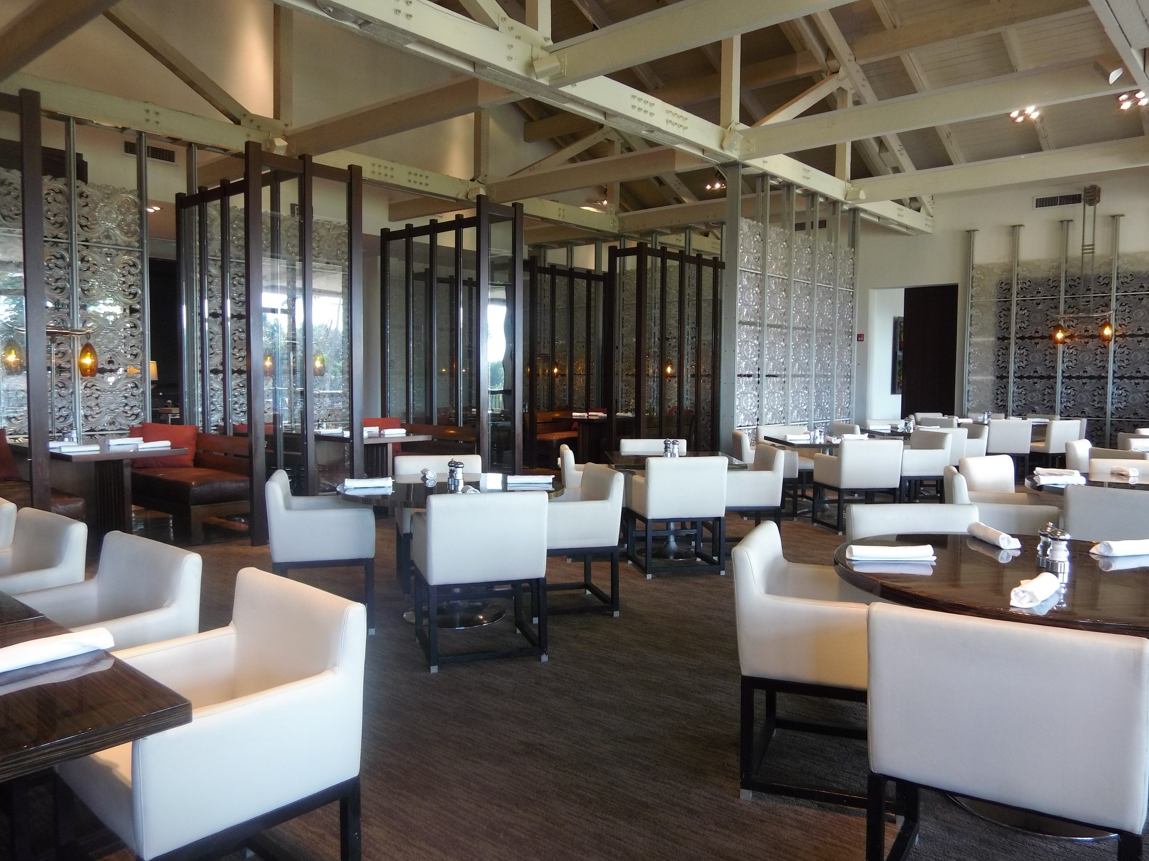 501 East Kitchen & Bar serves lunch and dinner, and is found near the golf courses at Boca Raton Resort & Club.