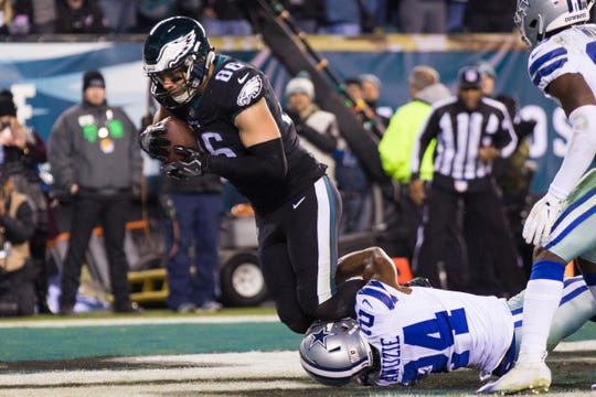 Eagles tight end Zach Ertz had a career day on Sunday night with 14 catches for 145 yards and two touchdowns.