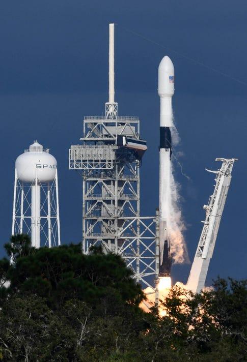 Space X Launch Es Hail 2