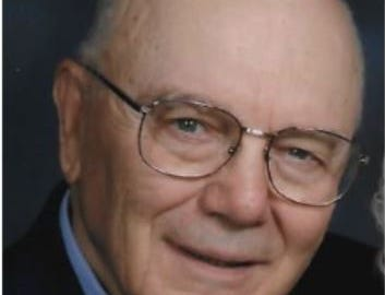 'Raff,' who showed generations of Iowa journalists how to be a reporter, dies at 89