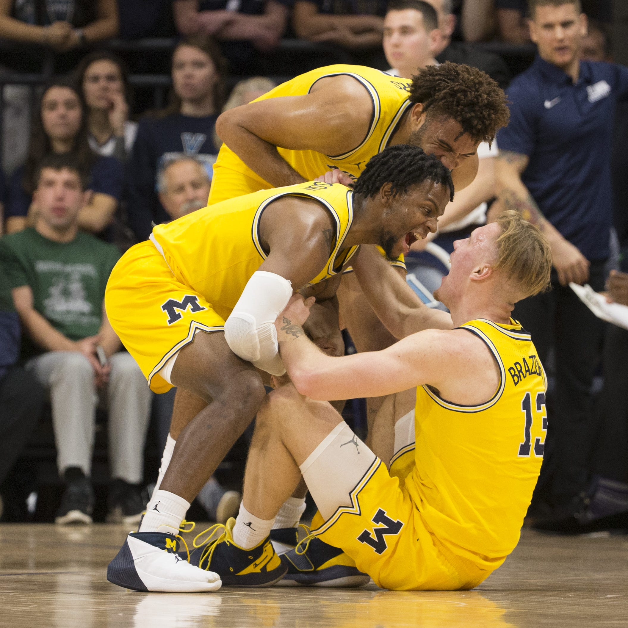 Michigan hammers Villanova in title-game rematch