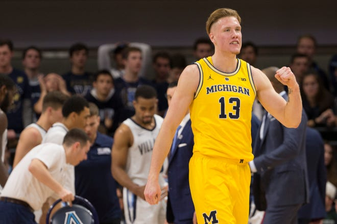 Michigan's  Ignas Brazdeikis reacts after a timeout in the first half against the Villanova.