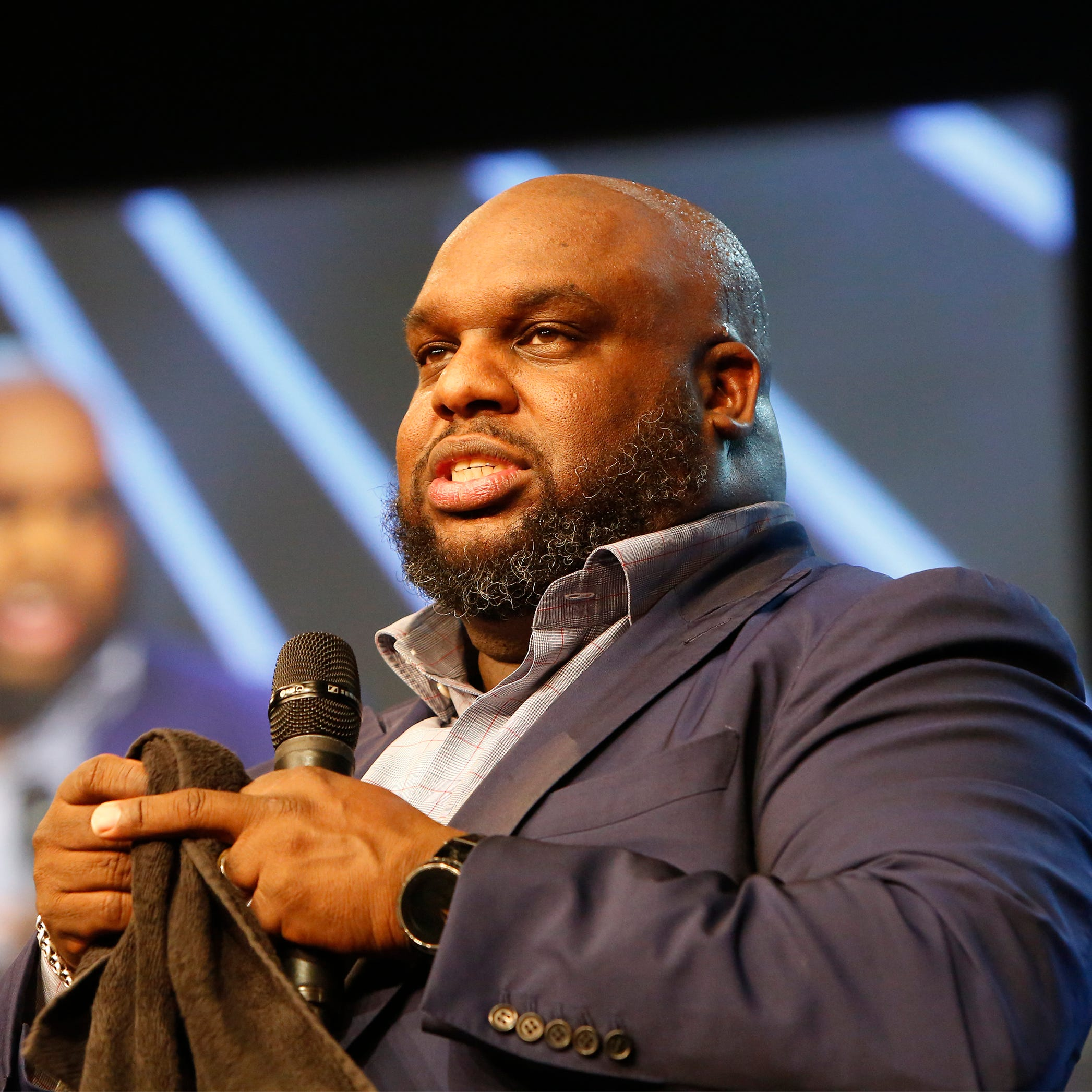 Pastor challenges John Gray to follow Jesus' command of minimalism