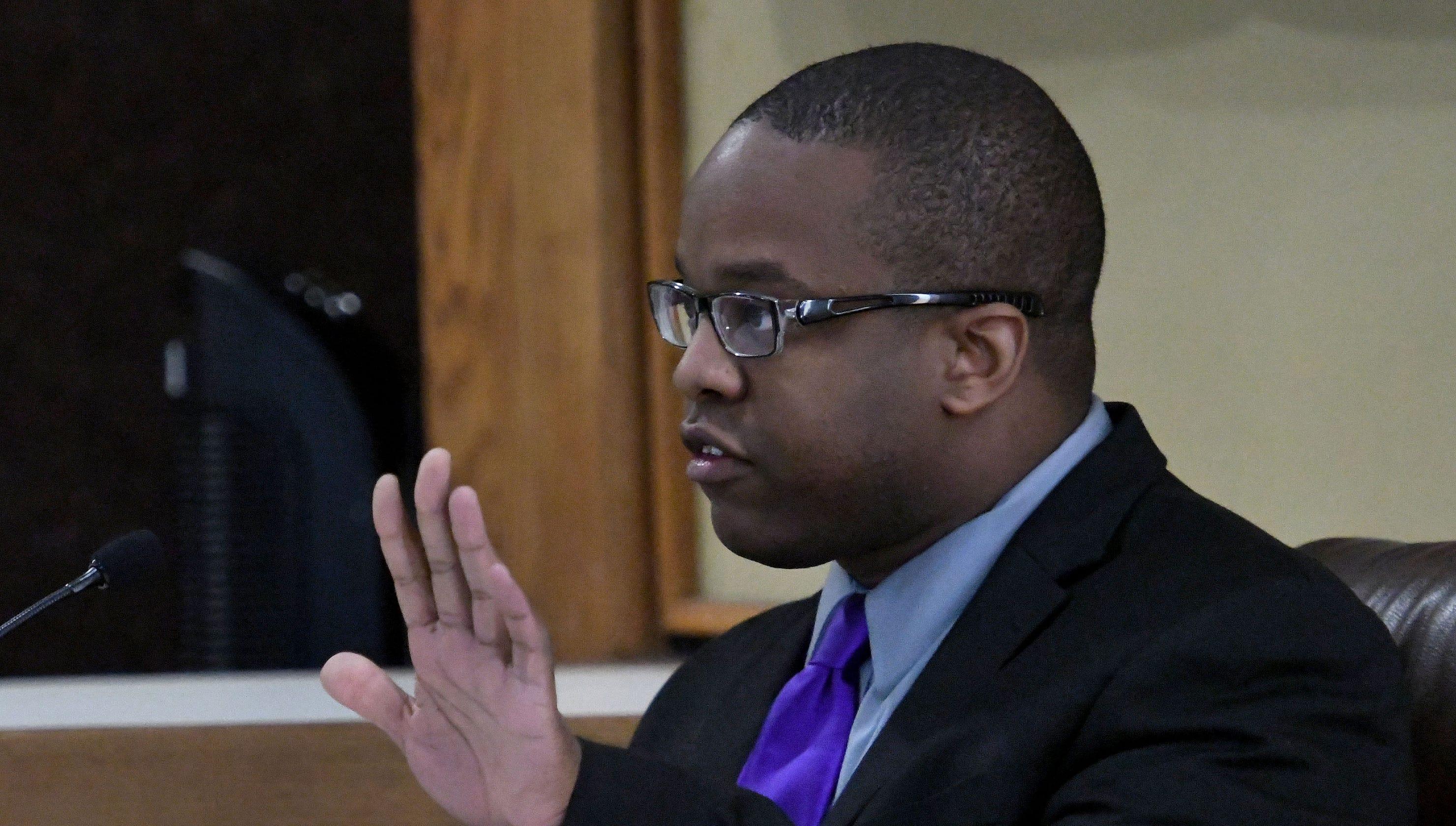 black deputy accuses egusd - HD2960×1680