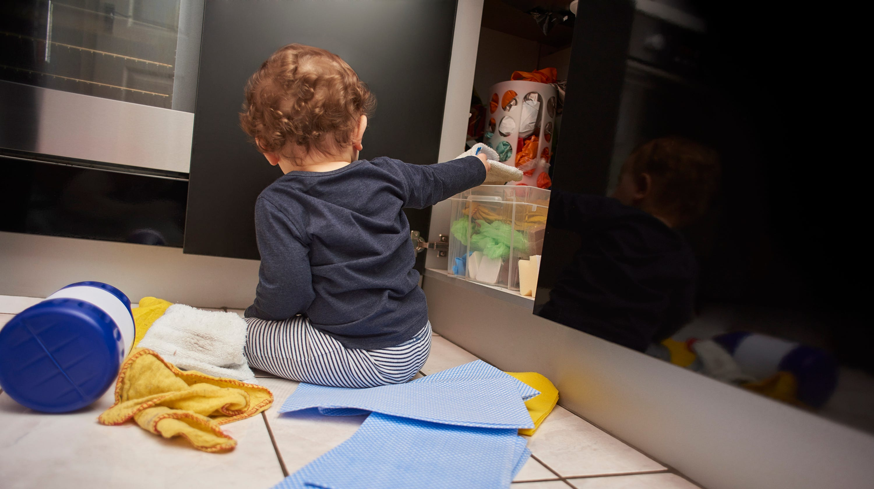 household safety preventing poisoning for parents - HD1280×960