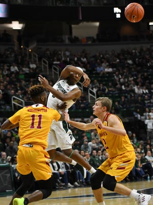 MSU's Cassius Winston dishes to a teammate in the corner during the first half Wednesday night against Louisiana Monroe.