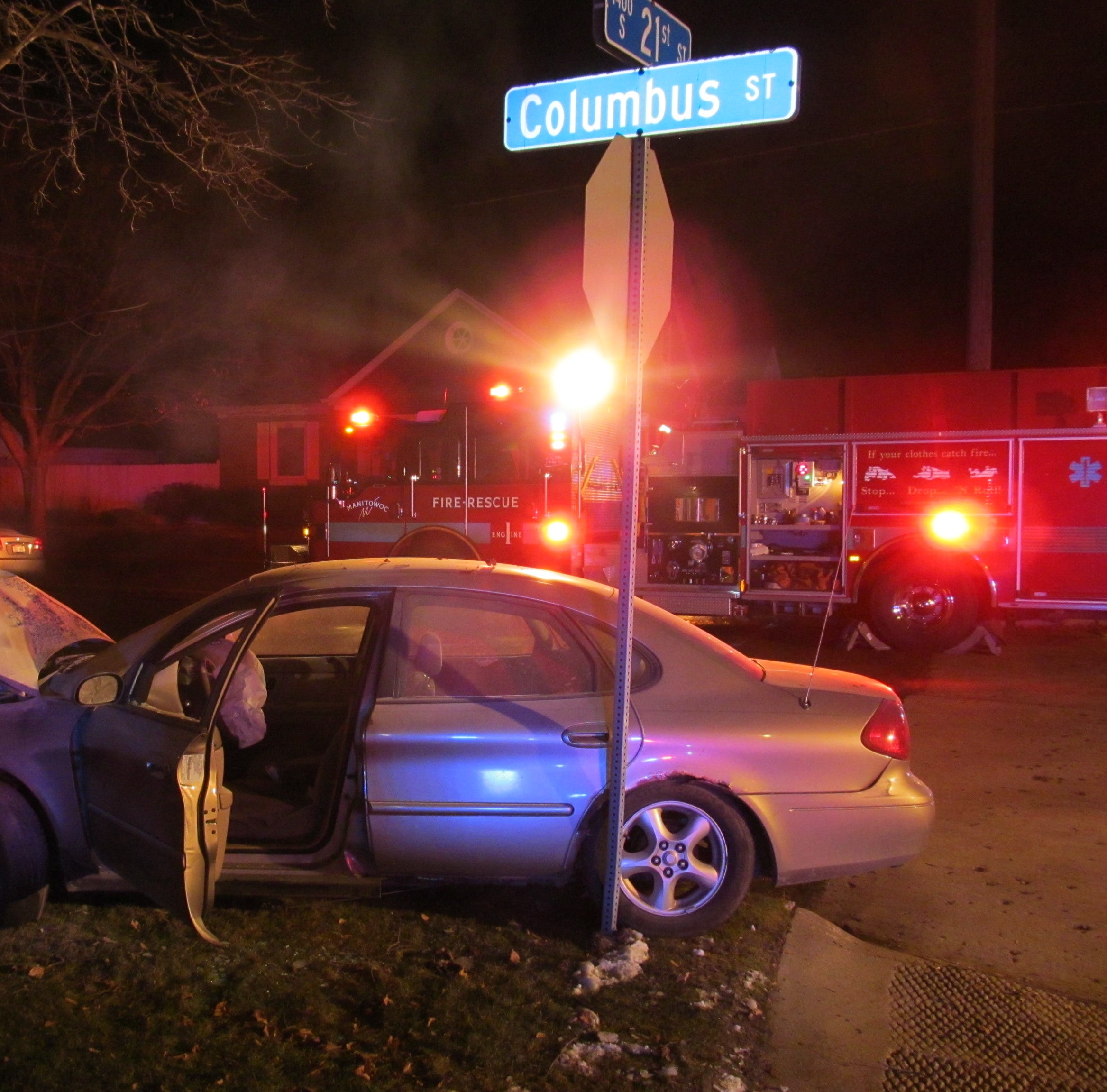 Manitowoc high-speed chase ends when driver hits tree, sets car on fire
