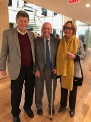 George V. Reis (left) with his wife, Mary, and Byron Wien (center), vice chairman of Blackstone Investment Group.