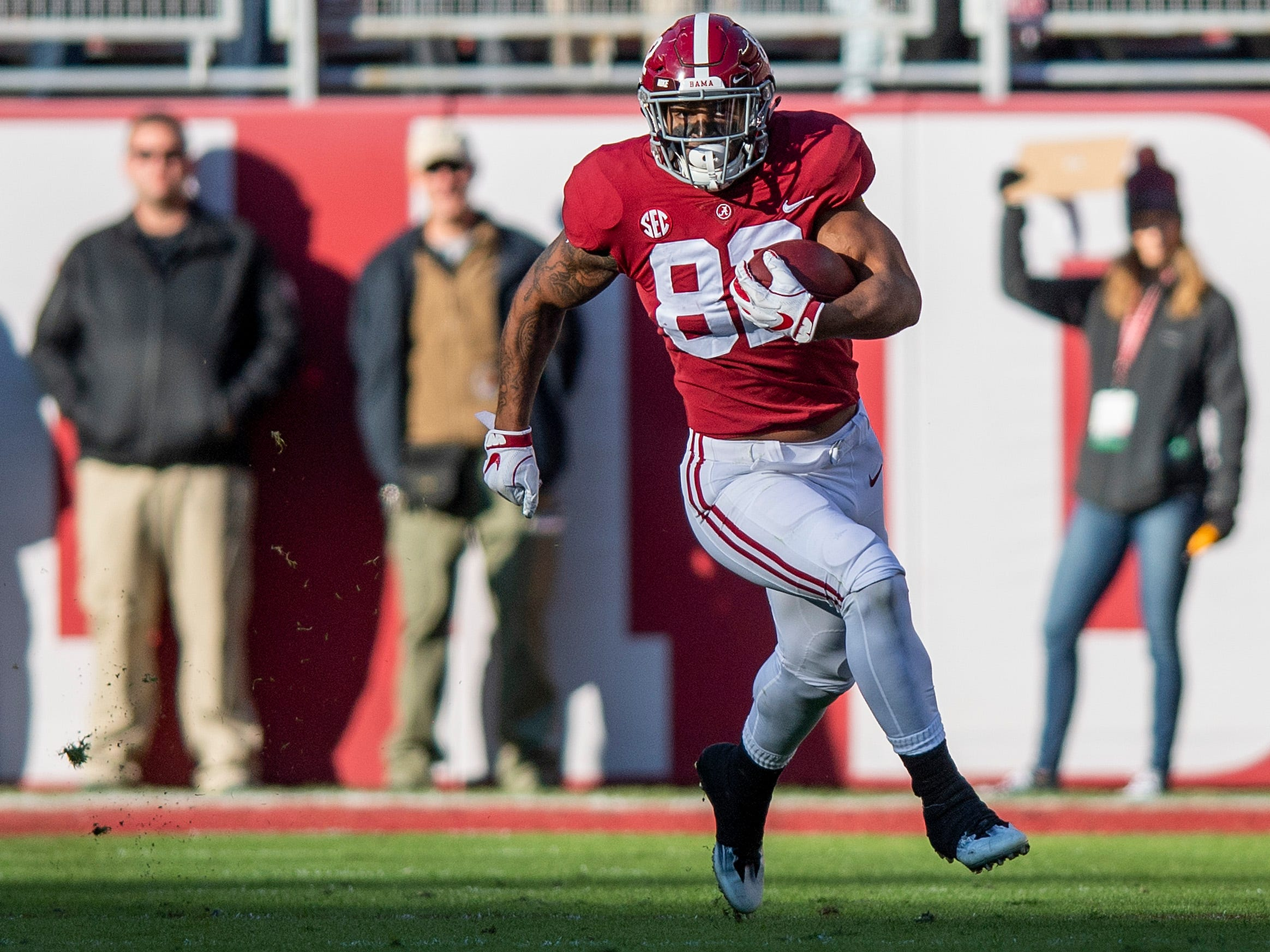 Alabama tight end Irv Smith Jr. (82) carries the ball in first half action against Mississippi State at Bryant Denny Stadium in Tuscaloosa, Ala., on Saturday November 9, 2018.