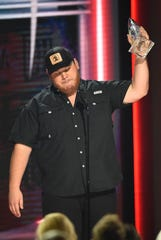 Luke Combs accepts the award for new artist of the year during the 52nd Annual CMA Awards at Bridgestone Arena Wednesday, Nov. 14, 2018, in Nashville, Tenn.