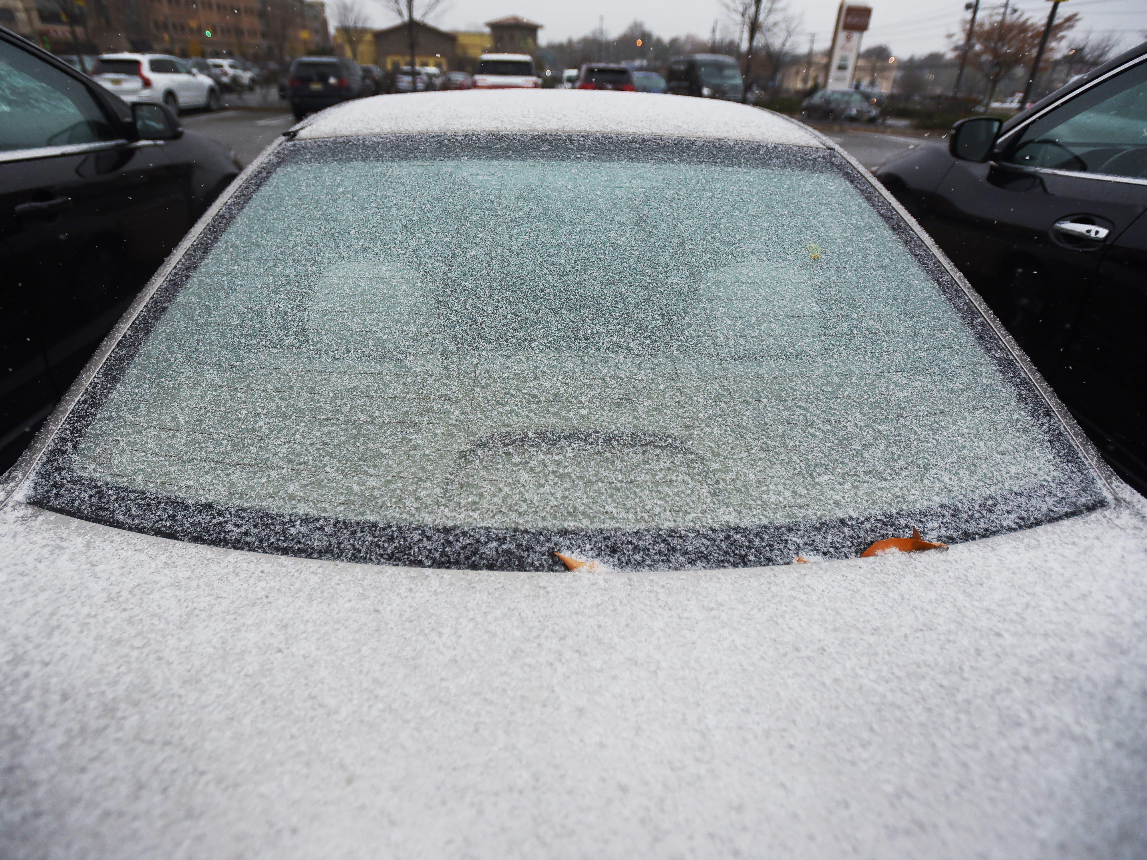November 15, 2018, Paramus, NJ, USASnow begins to cover a car at Bergen Town Center.