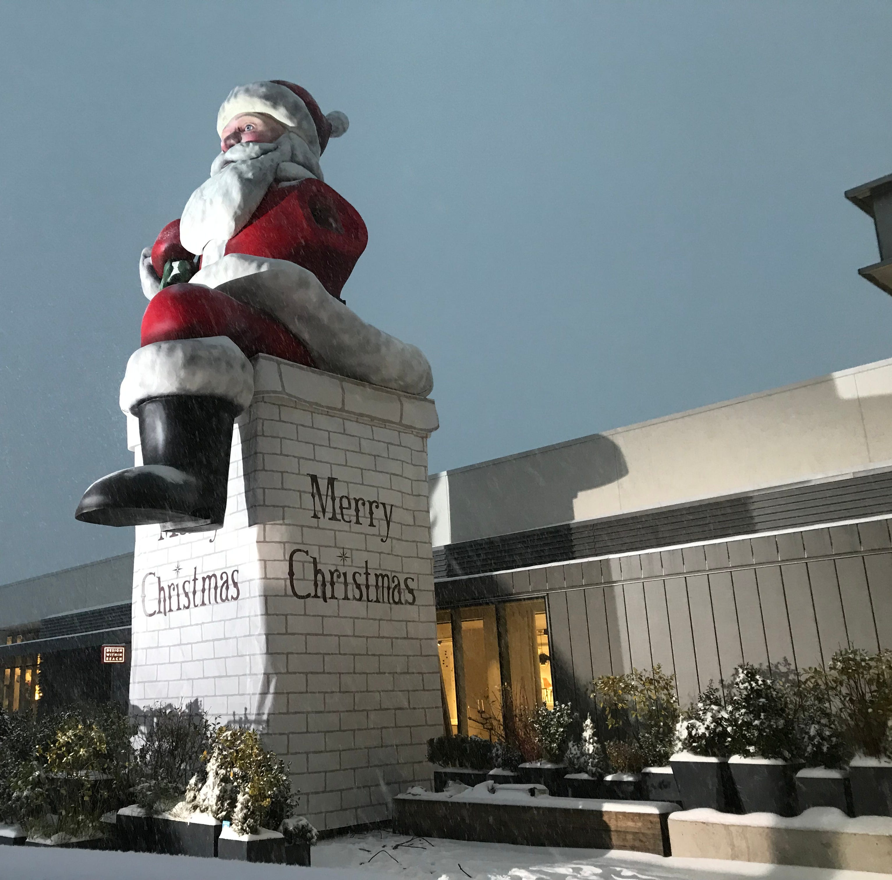 Watch live: Big Santa unveiling at Garden State Plaza