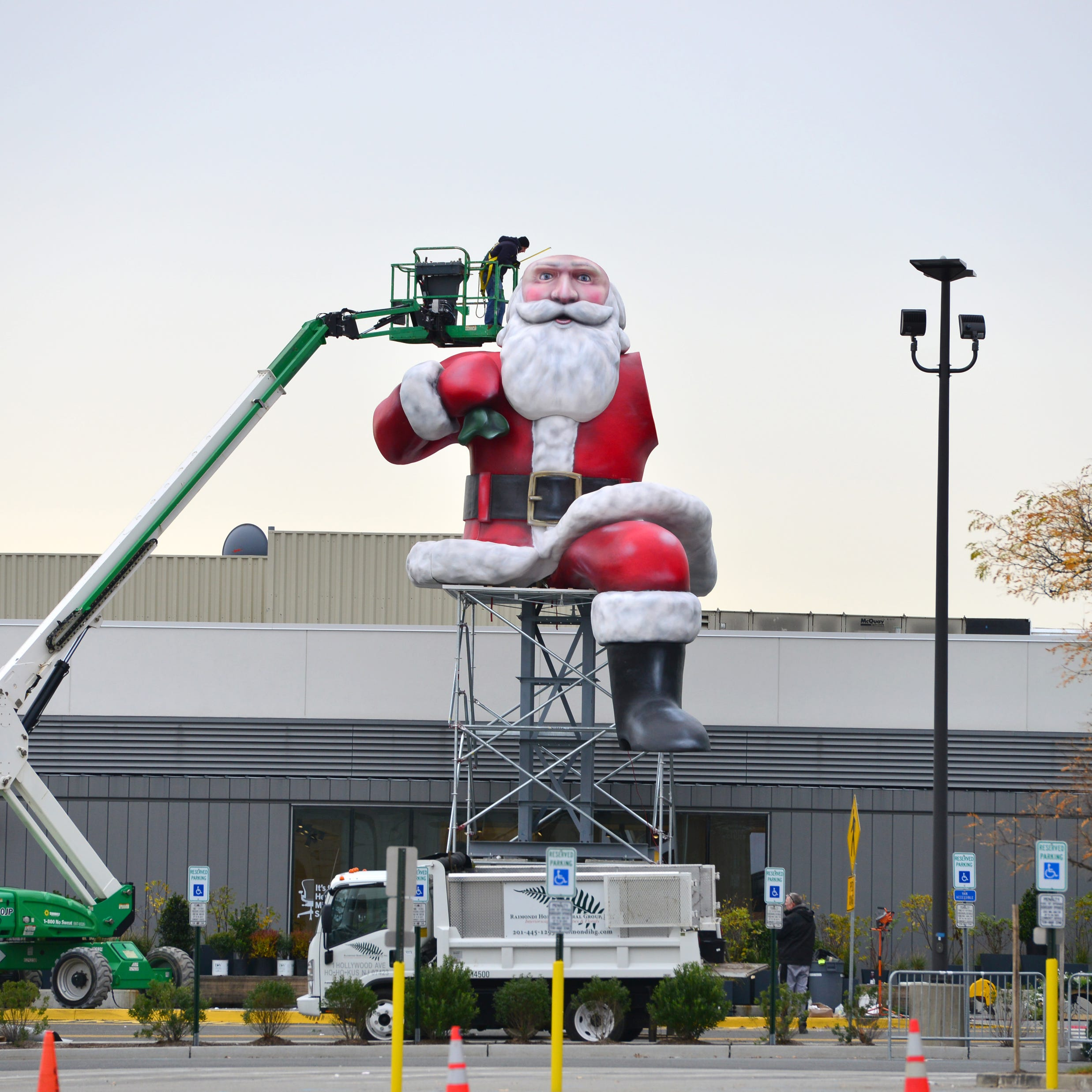 Big Santa unveiling at Garden State Plaza canceled by snow