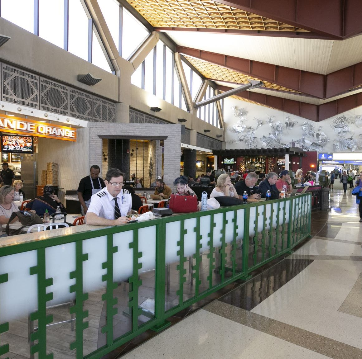 Are you paying more to eat and drink at the Phoenix airport? Yes and no.