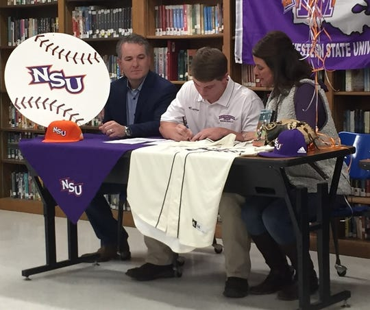 Benton's Cole Horton signs with Northwestern State.
