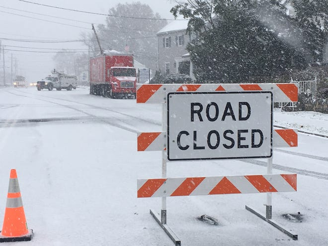 Both lanes of Philadelphia Pike between Marsh Road and the Washington Street Extension are closed, according to the Delaware Department of Transporation.