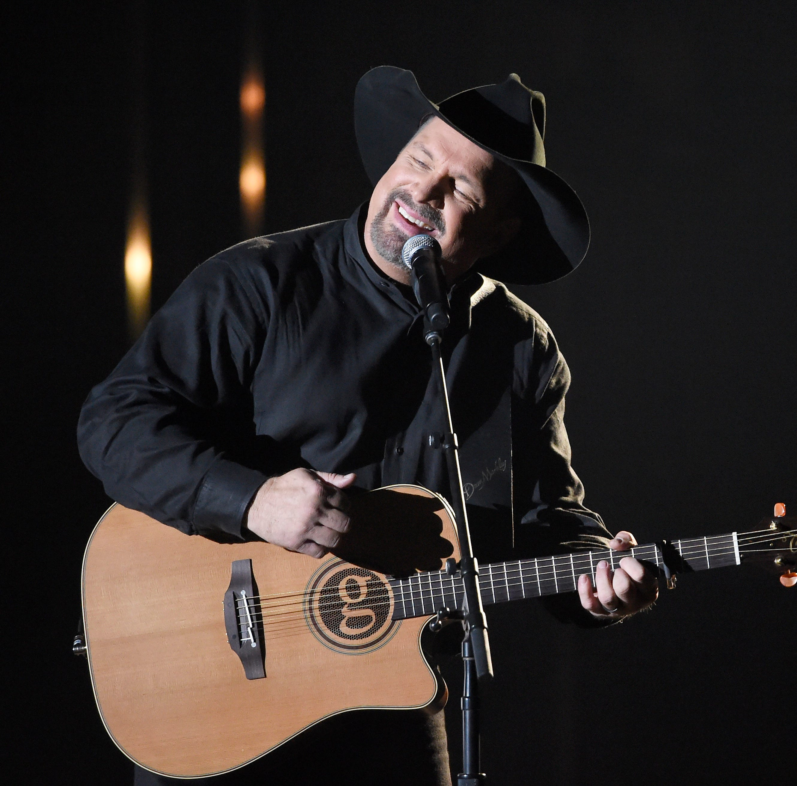 Garth Brooks, Gov. Dayton making concert announcement in Twin Cities
