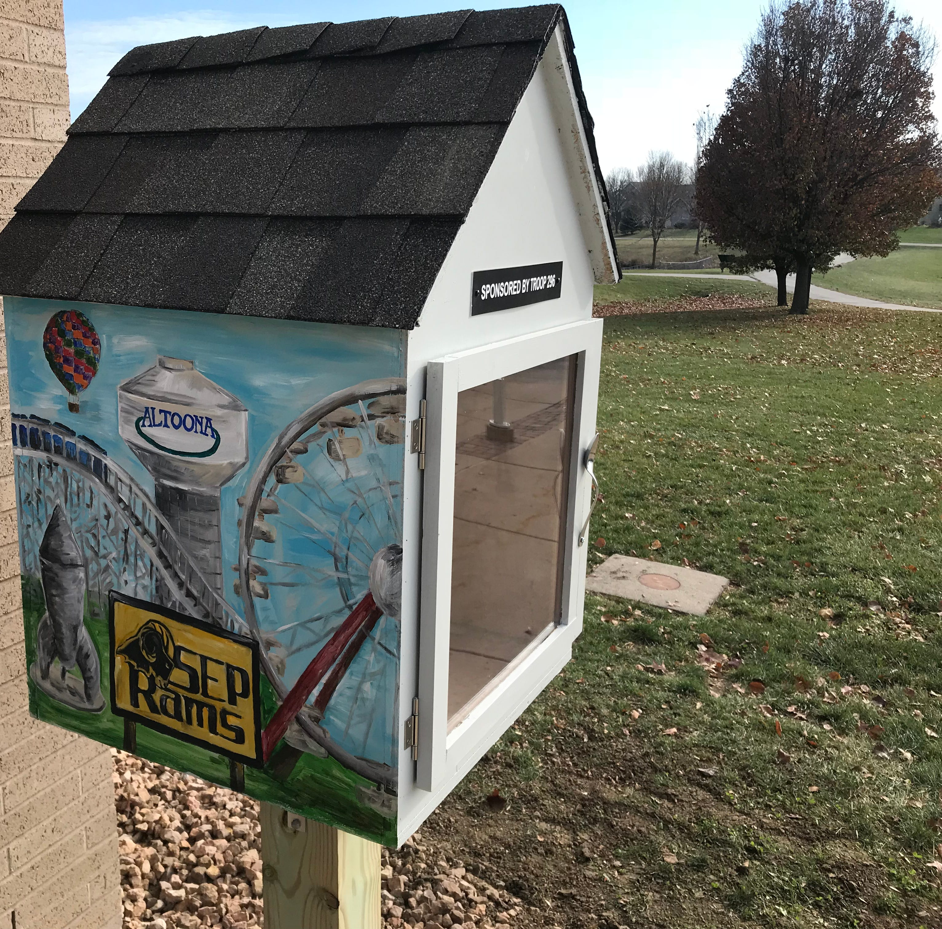 These Des Moines metro 'little free food pantries' are filling gaps to feed the hungry