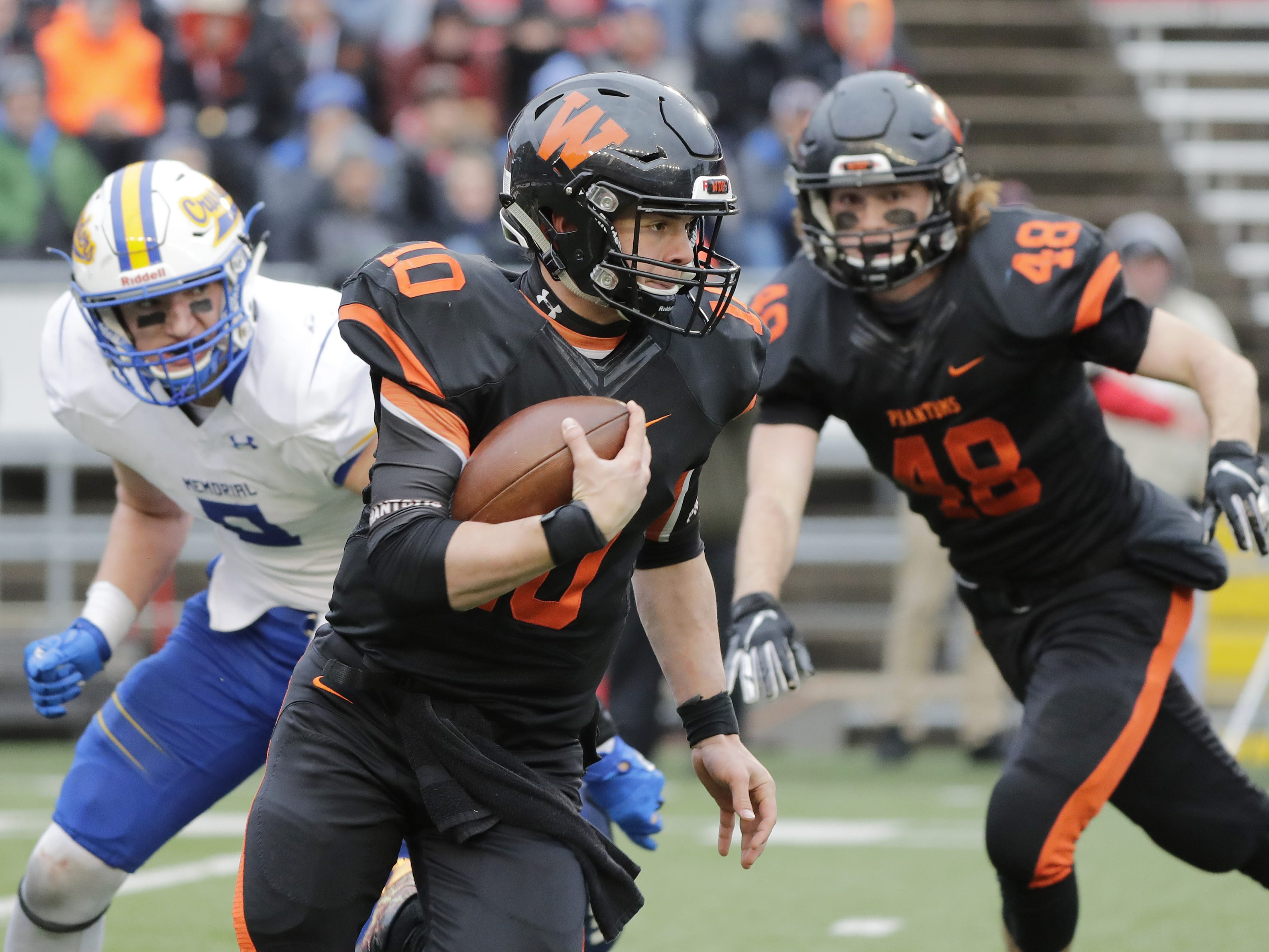 West De Pere's Josh Blount (10) rushes against Catholic Memorial in the WIAA Division 3 championship game at Camp Randall Stadium on Friday, November 16, 2018 in Madison, Wis.