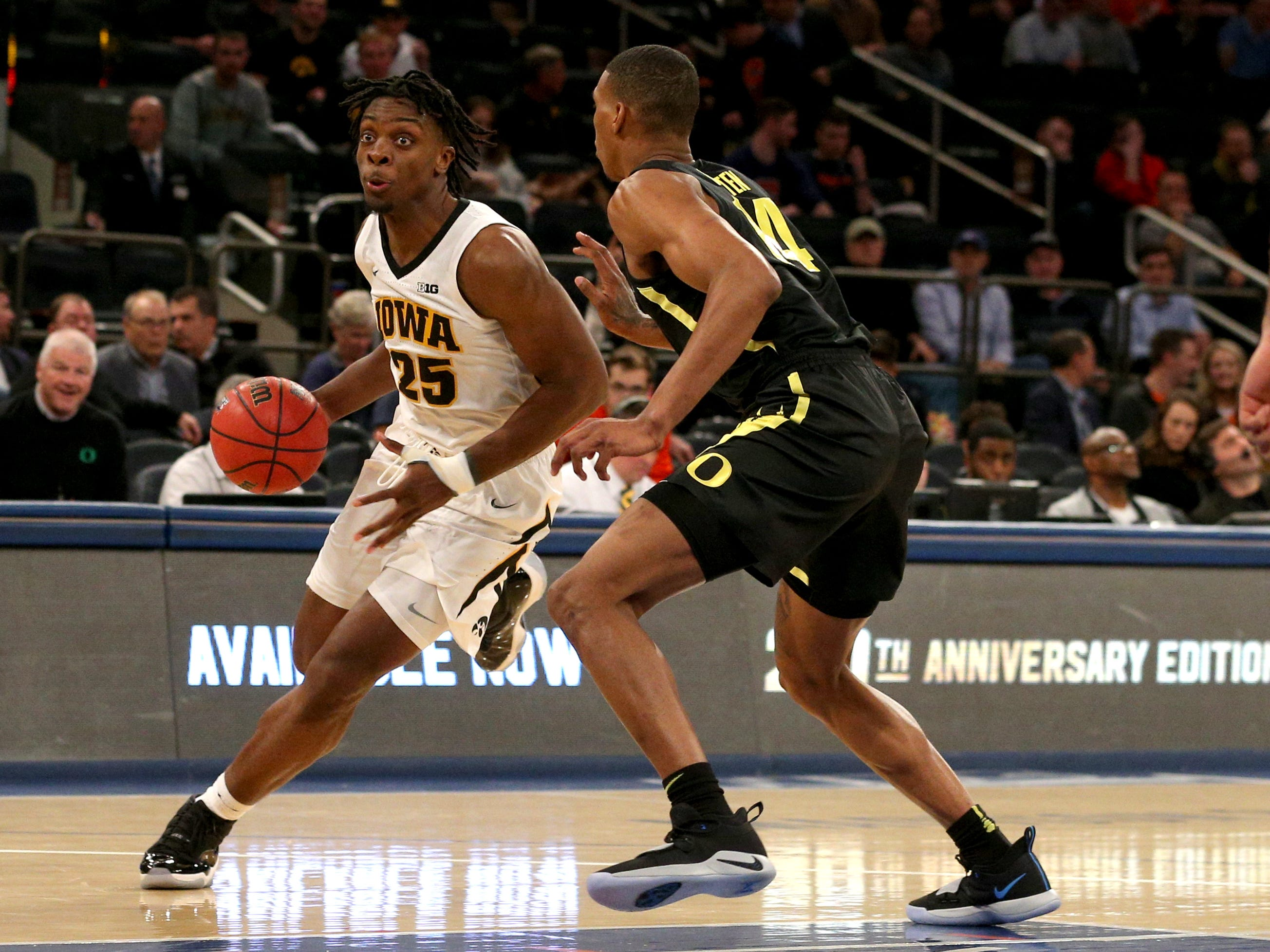 Nov 15, 2018; New York, NY, USA; Iowa Hawkeyes forward Tyler Cook (25) drives the ball past Oregon Ducks forward Kenny Wooten (14) during the first half at Madison Square Garden.
