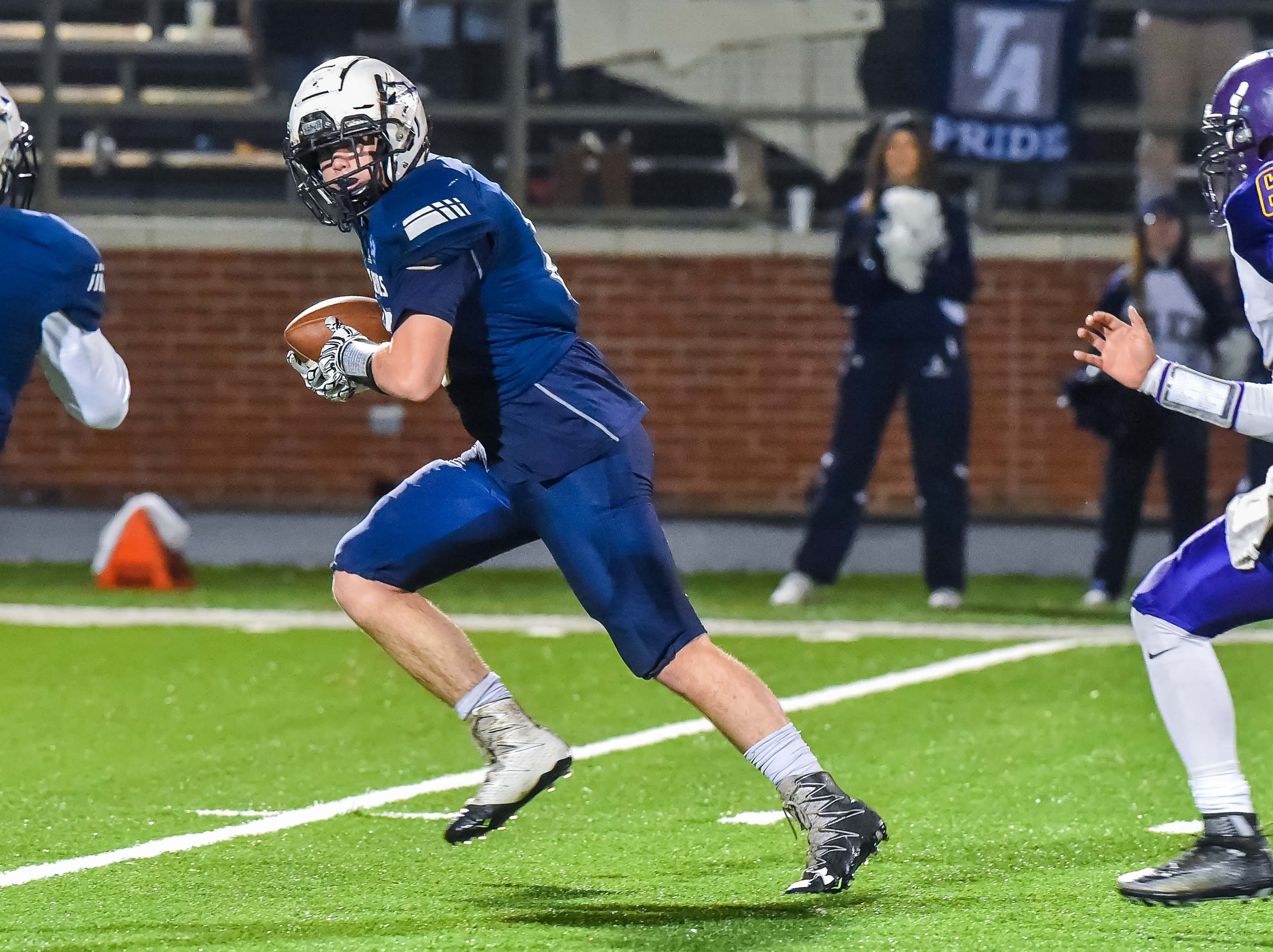 Tunica's Bailey Melton (15) catches a touchdown pass against Union Christian during the MAIS Class A Championship Football game held at Jackson Academy in Jackson, MS, Thursday November 15, 2018.(Bob Smith-For The Clarion Ledger)