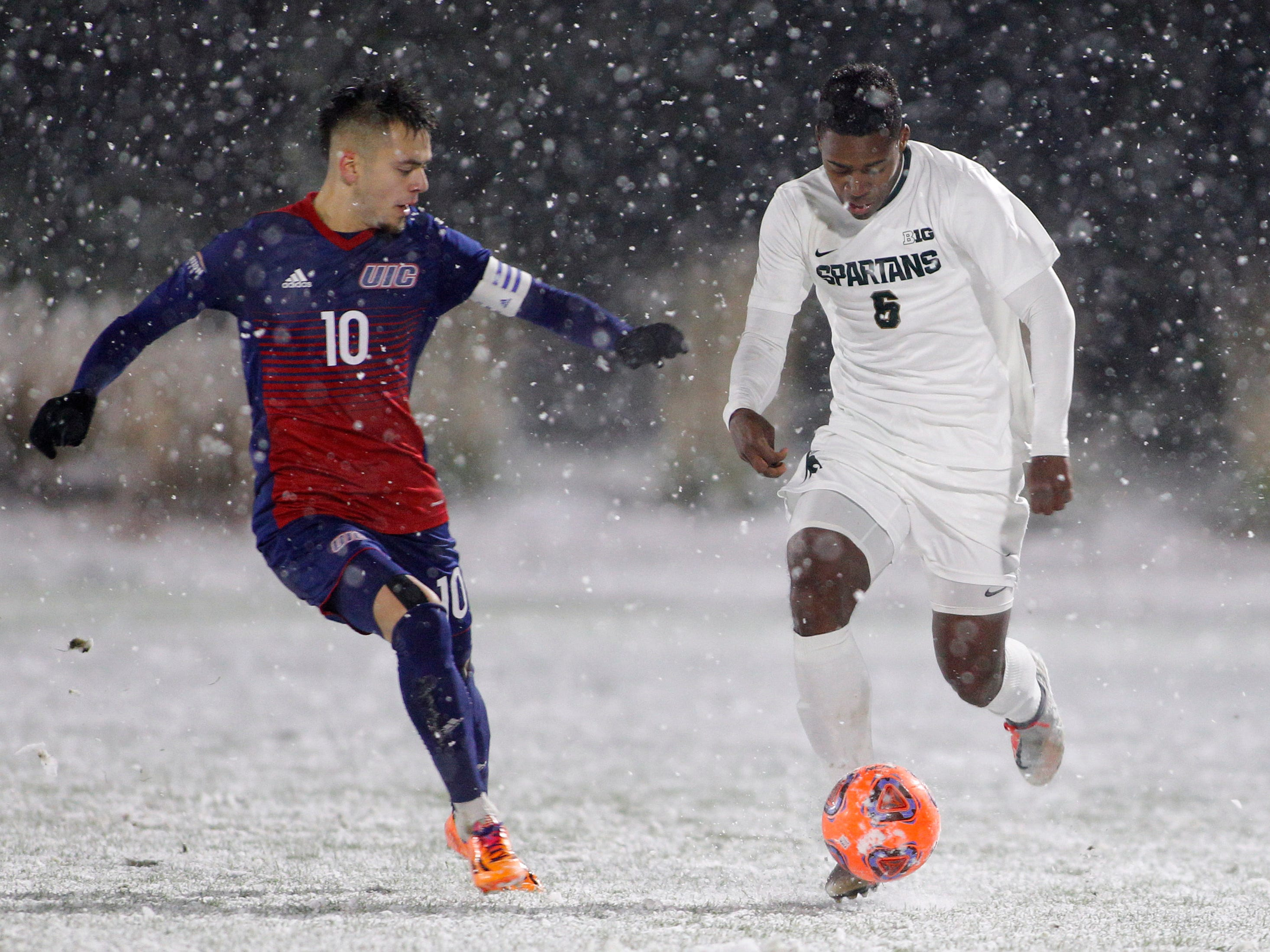 Michigan State's DeJuan Jones, right, controls the ball against Illinois-Chicago's Jesus Perez during their NCAA first round game, Thursday, Nov. 15, 2018, at DeMartin Stadium in East Lansing, Mich. MSU won 2-0.
