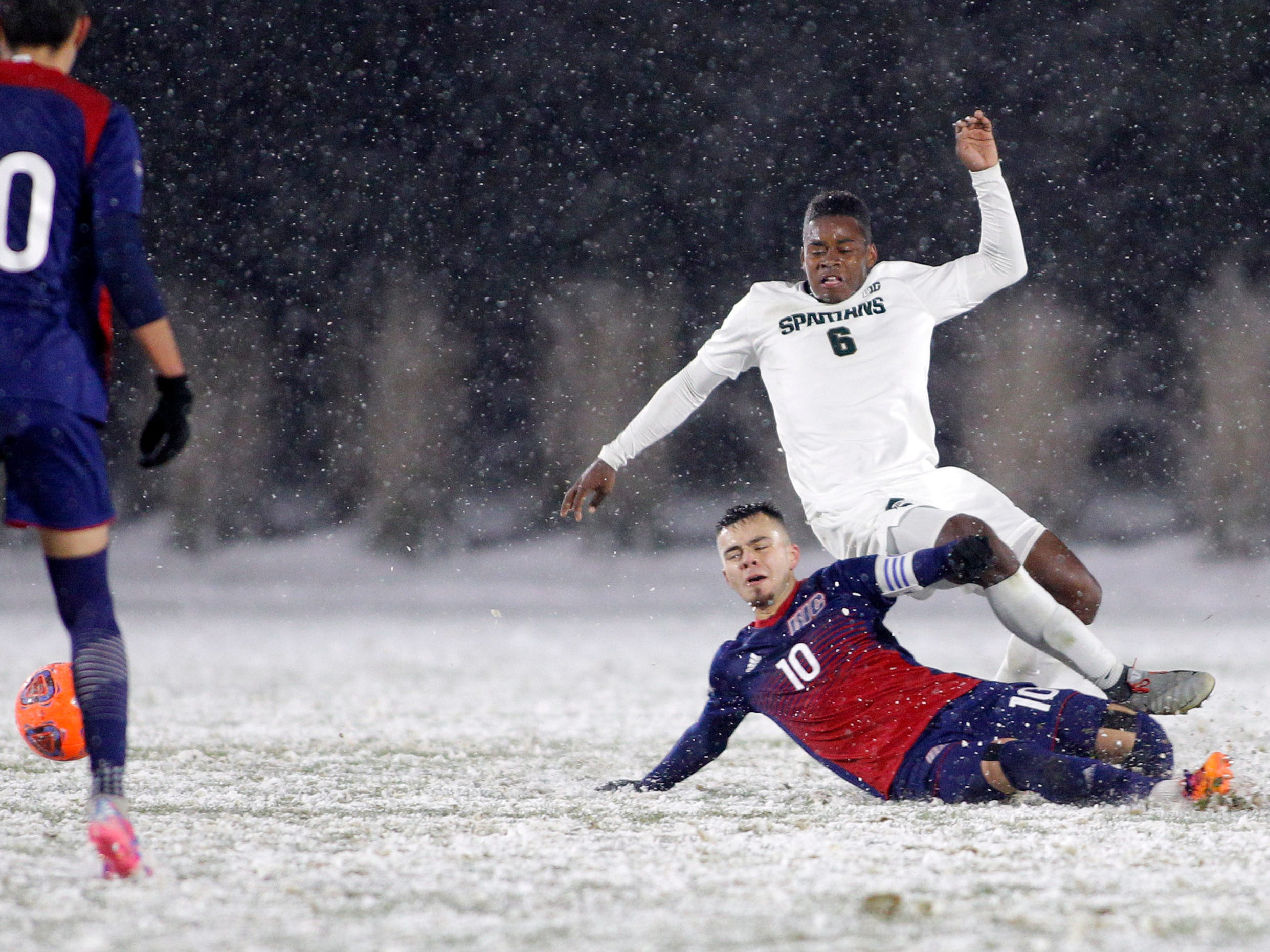 Michigan State's DeJuan Jones (6) is undercut by Illinois-Chicago's Nestor Garcia during their NCAA first round game, Thursday, Nov. 15, 2018, at DeMartin Stadium in East Lansing, Mich. MSU won 2-0.