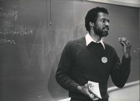 Howard Fuller talks to a Milwaukee school classroom in 1982