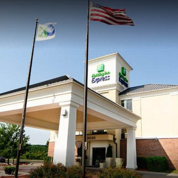 Naked man found sleeping in hallway at Delafield Holiday Inn
