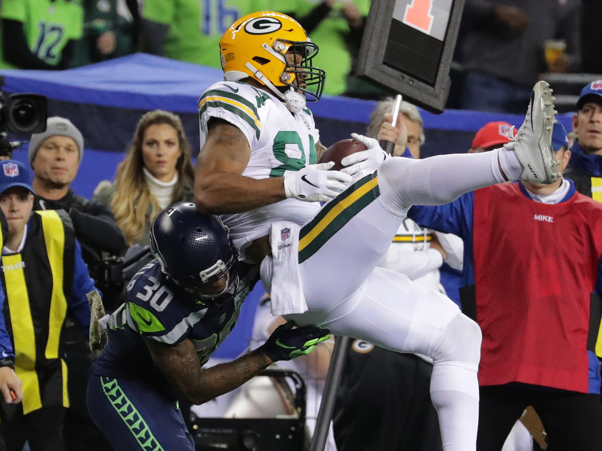 Green Bay Packers tight end Lance Kendricks (84) snares a three-yard reception while being covered by Seattle Seahawks strong safety Bradley McDougald (30) during the second quarter of their game Thursday, November 25, 2018 at CenturyLink Field in Seattle, Wash.  MARK HOFFMAN/MHOFFMAN@JOURNALSENTINEL.COM
