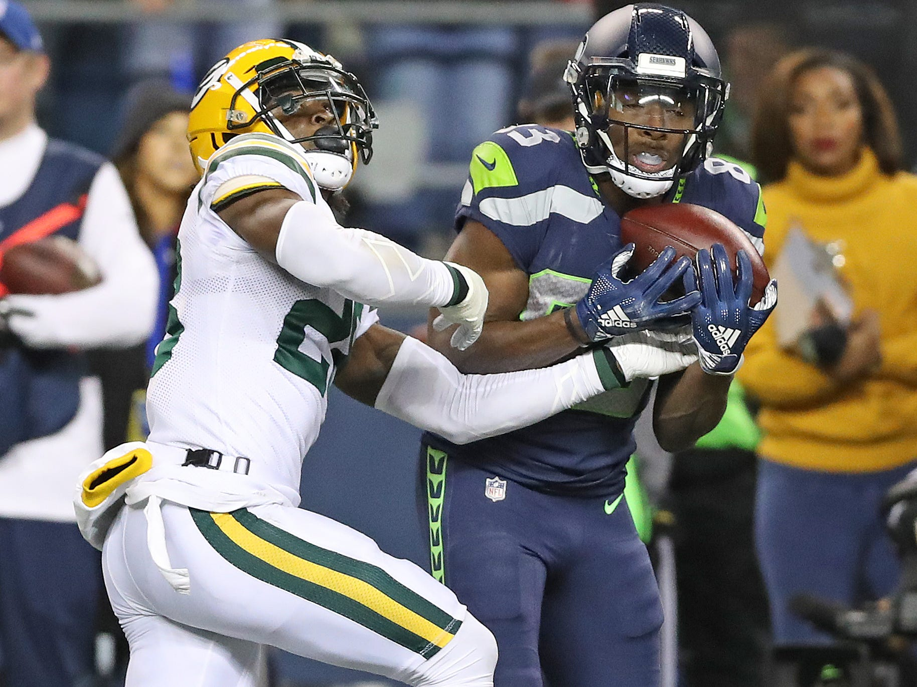 Green Bay Packers defensive back Tony Brown (28) gives up a reception to wide receiver David Moore (83) against the Seattle Seahawks at CenturyLink Field Thursday, November 15, 2018 in Seattle, WA. Jim Matthews/USA TODAY NETWORK-Wis