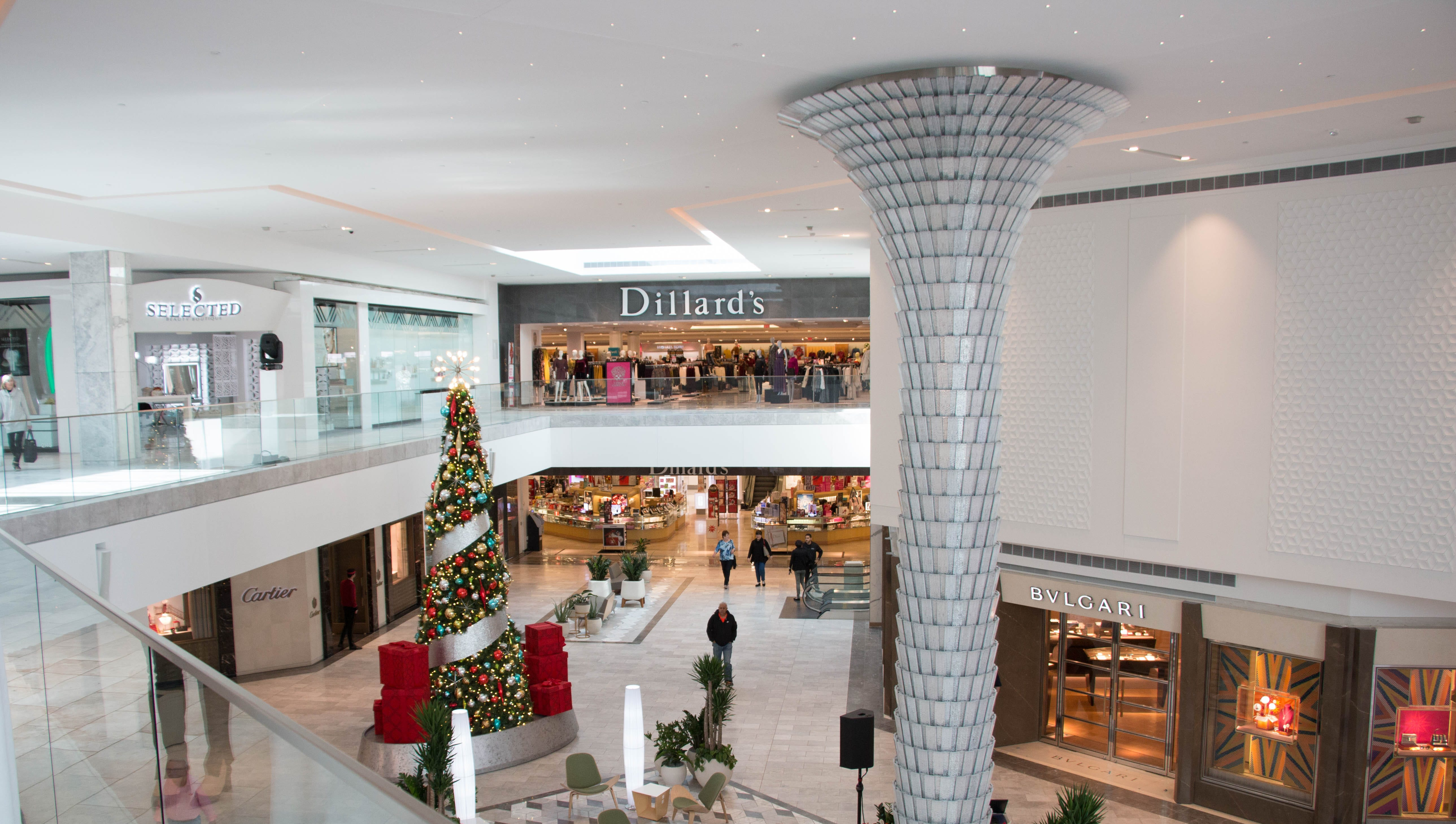 Scottsdale Fashion Square doubles down on luxury, adds wing with crystal chandelier and valet lounge
